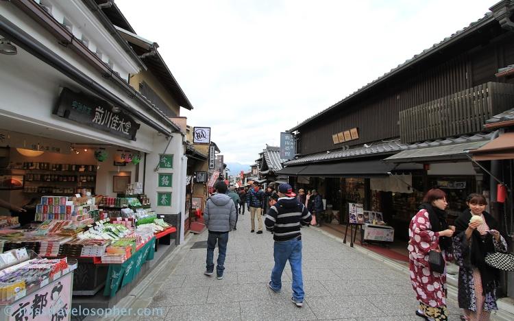 Approaching kiyomizu-zaka