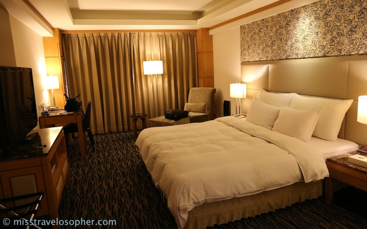 My comfortable room!! This whole comfy bed to myself!! Awesomeness~