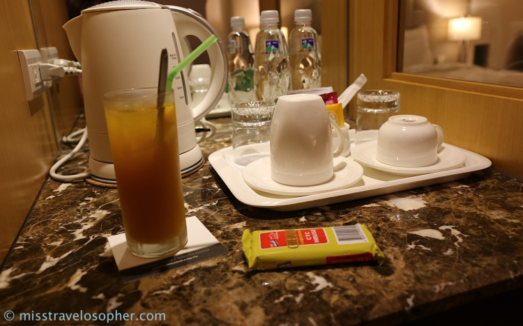 Check this out! Welcome drink and snack included!! How lovely ~