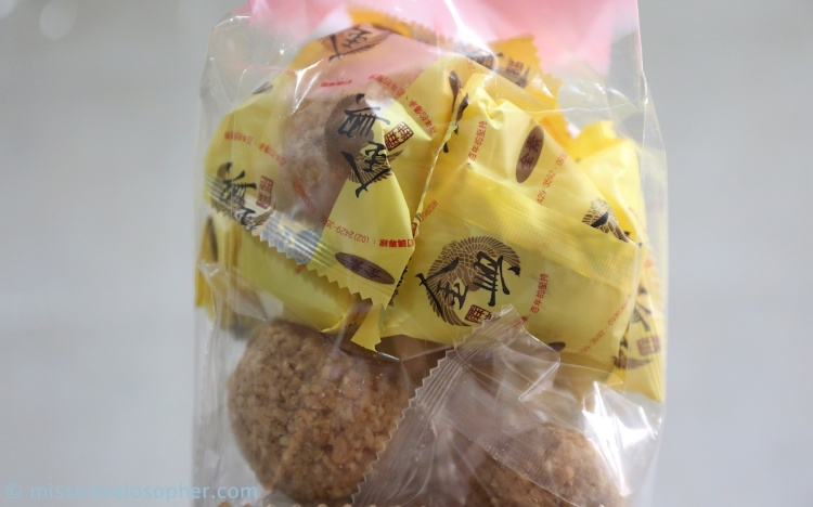 Individually packed peanut fluff balls (ma lao 麻粩)